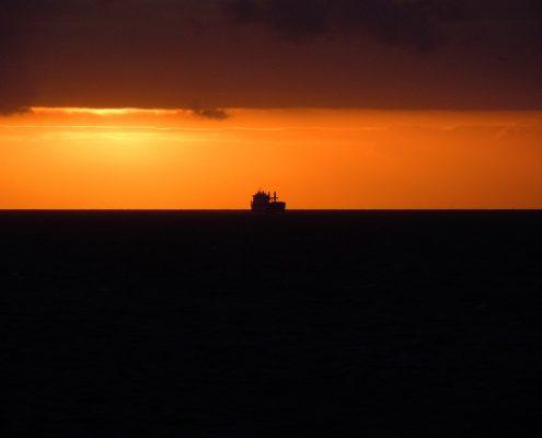 zie-ginds-komt-het-kofschip